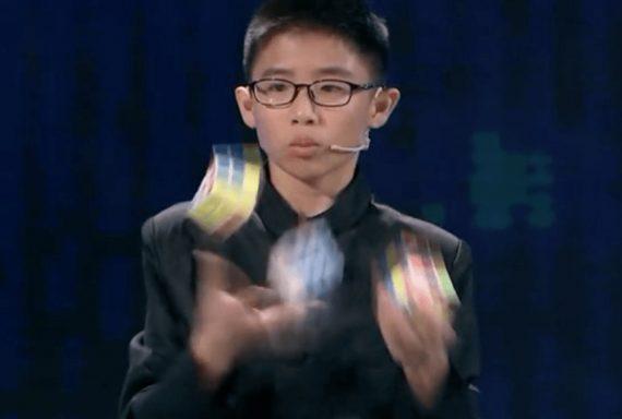 Jonglieren Rubik Wuerfel