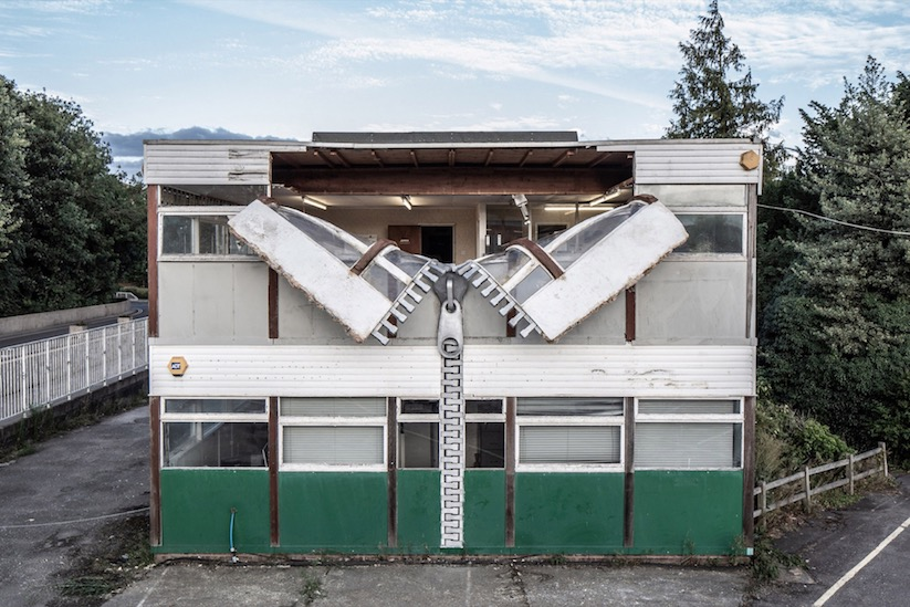 Open to the Public - Installation von Alex Chinneck