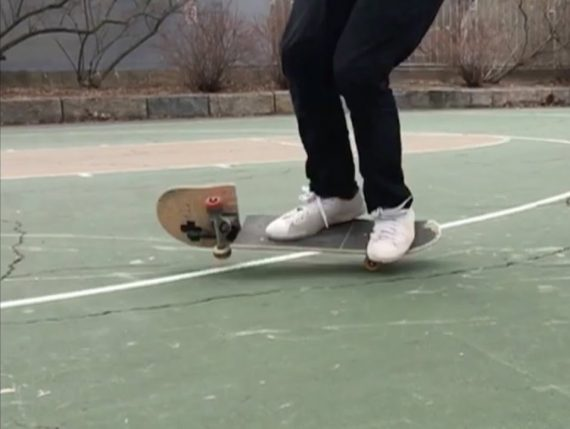 Kreatives Skateboarding von Matt Tomasello