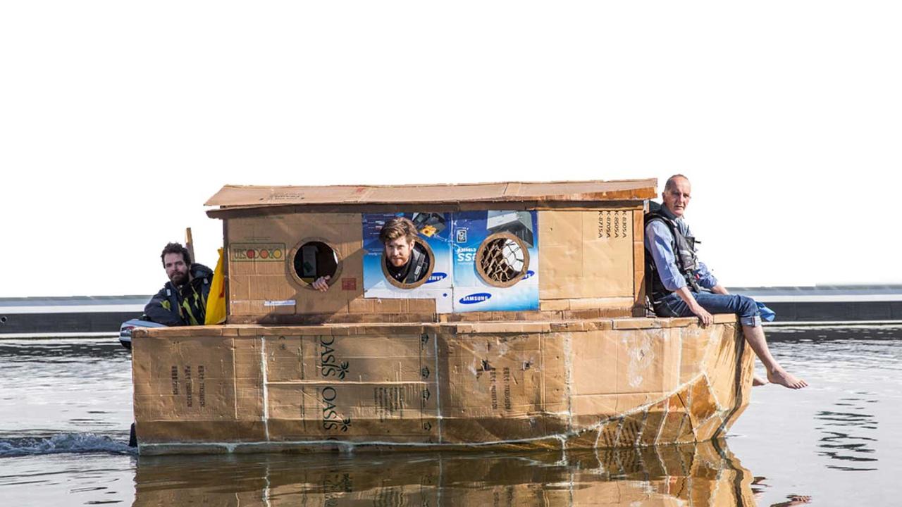 diy ein hausboot aus pappe selber bauen. Black Bedroom Furniture Sets. Home Design Ideas