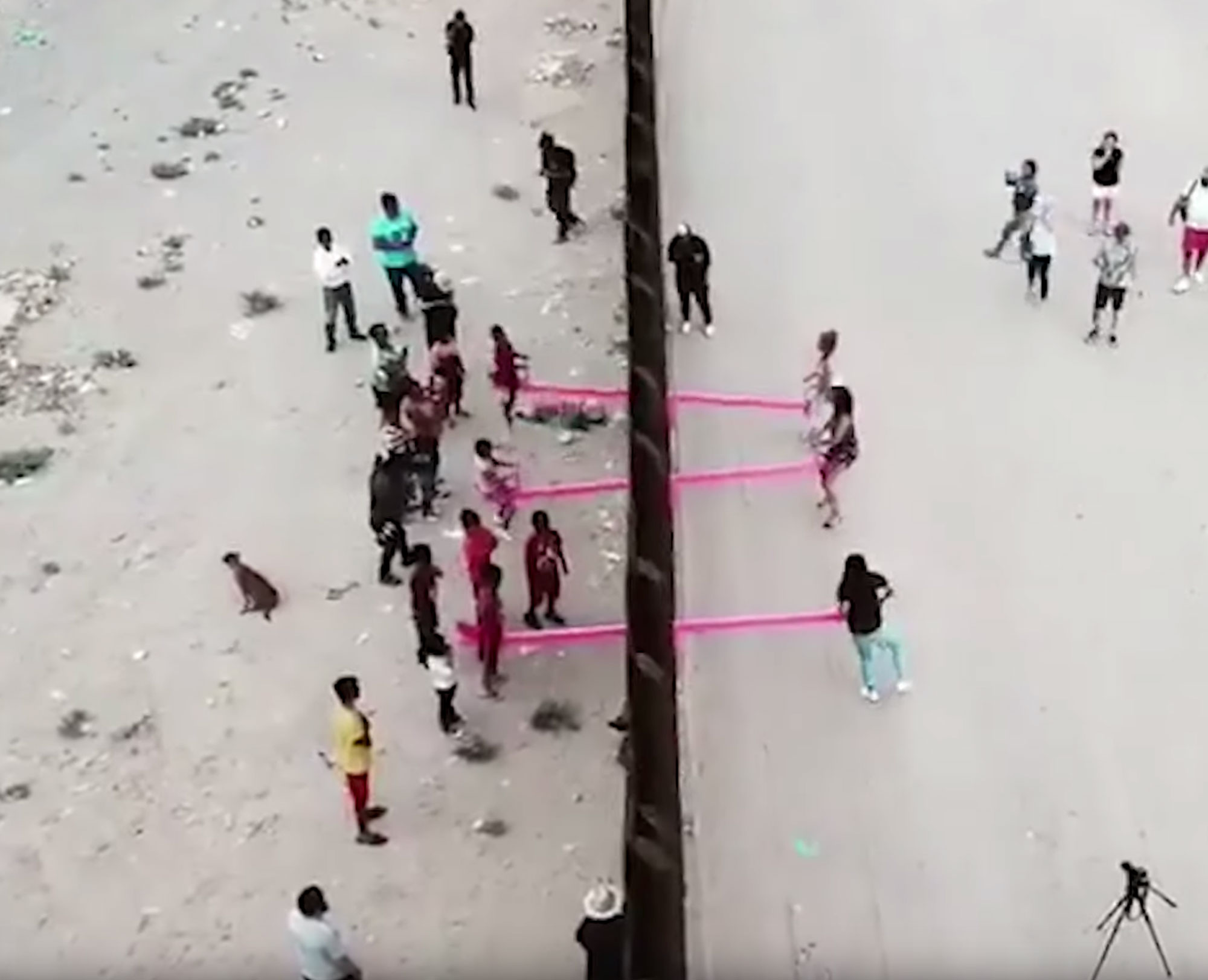 ronald rael pinke wippen grenzzaun