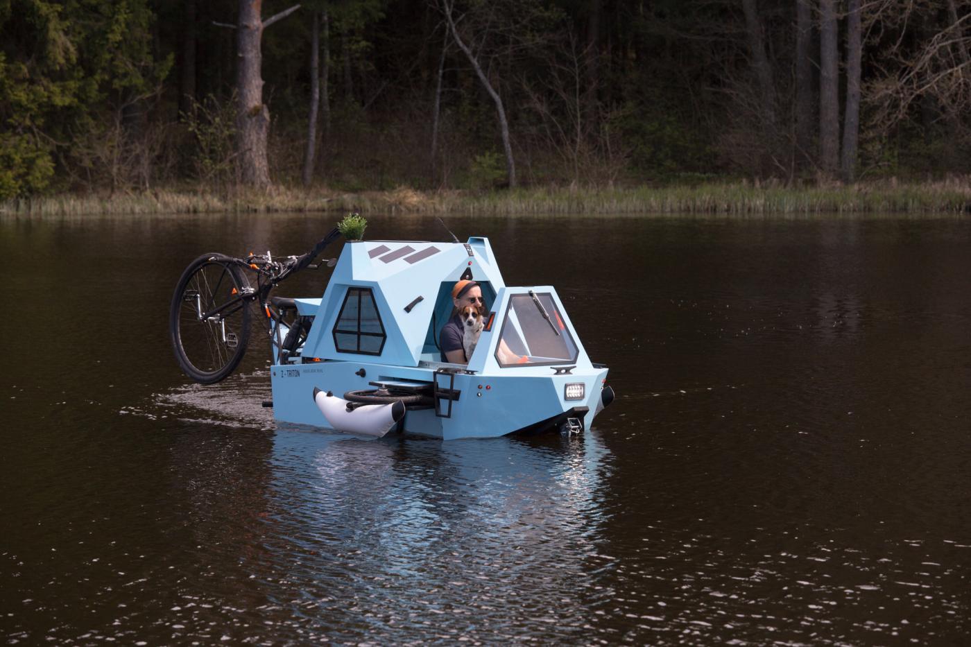 z-triton-hausboot